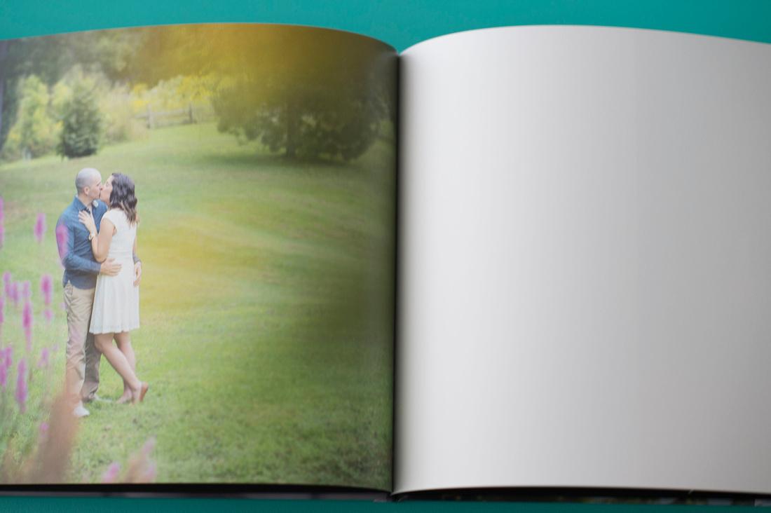 Livre pour mots des invités avec photos d'engagement